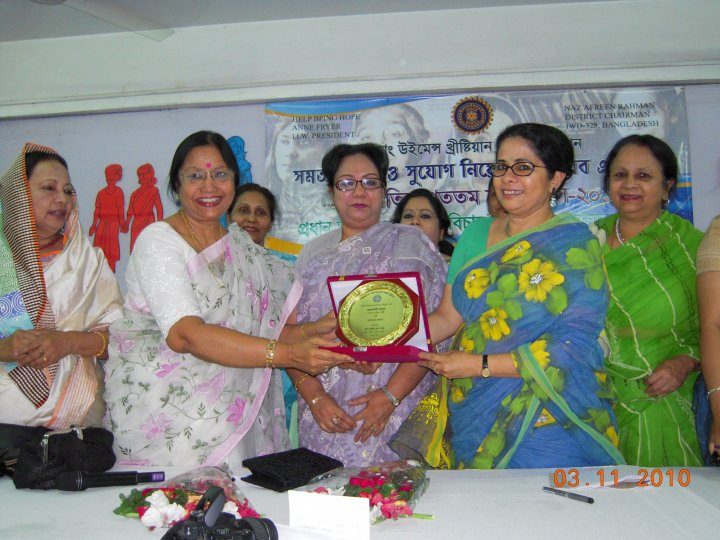 Ferdausi Rahman being honored by the entire Inner Wheel clubs of Bangladesh.