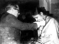 Receiving Ekusheh Podok  the president  Justice  Sayem in 1977.