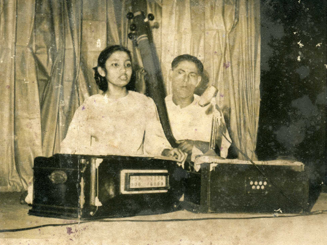 Performing in Pakistan music conference in Khulna-1954. Kanal lal shill,the greatest dotara player of the subcontinent is on the Tanpura.