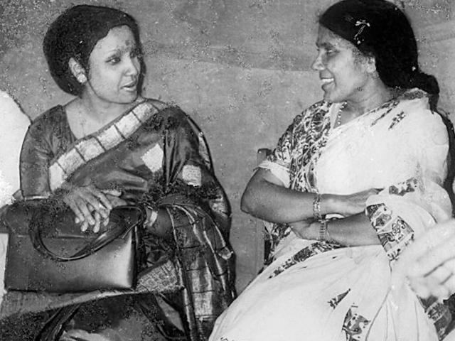 With her favorite singer Shondhya Mukhopadhay-'73'.