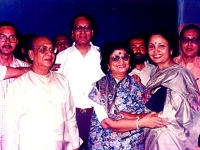 In Calcutta with Uthpala Sen, Jaganmoy Mitra and other singers-'99'.